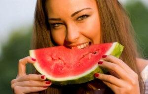 Qué frutas nos ayudan a bajar de peso6