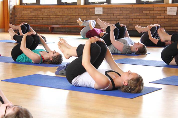 Consejos para tu primer d a en clase de yoga - Clases de yoga en casa ...