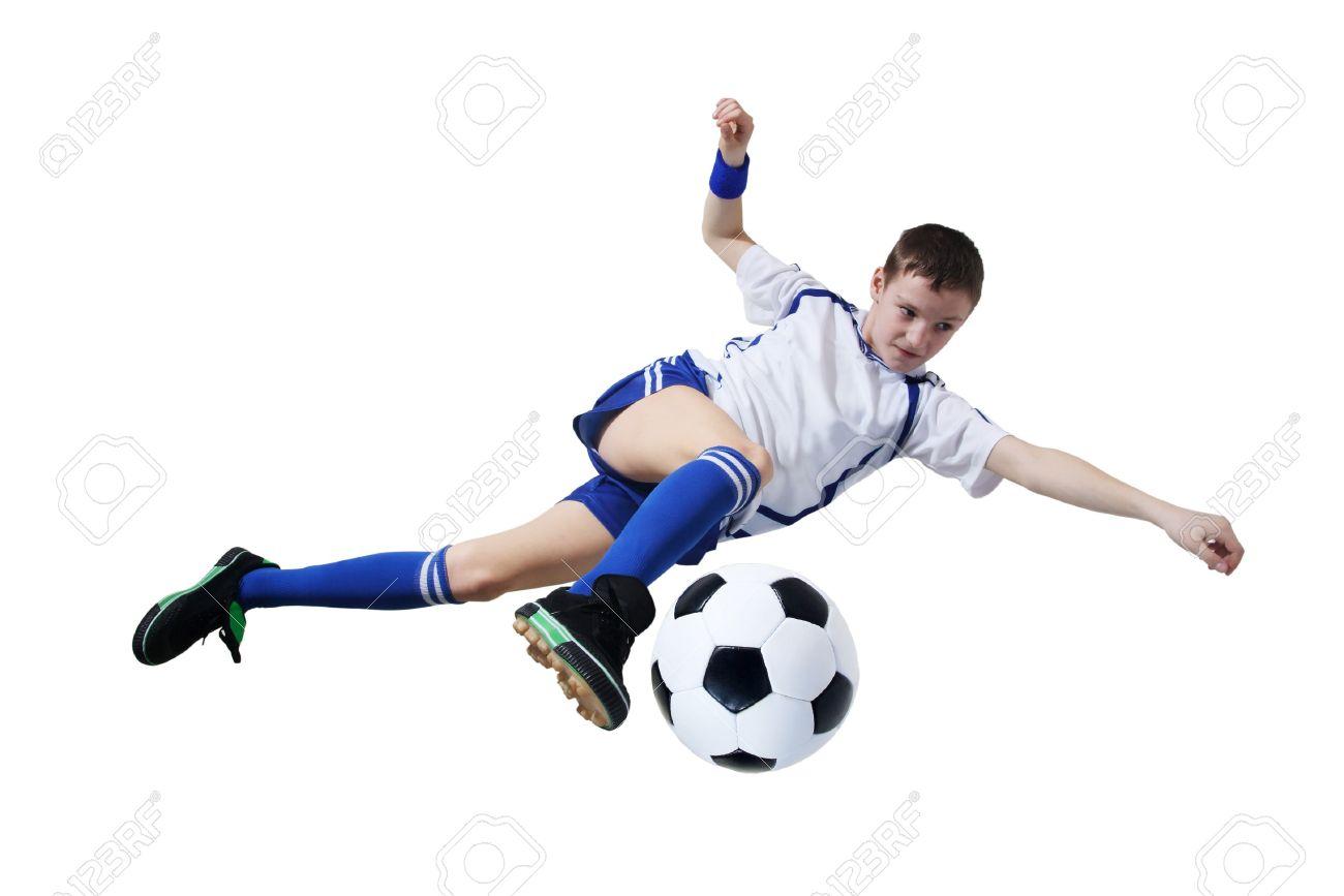 7051703-ni-o-con-bal-n-de-f-tbol-futbolista-sobre-el-fondo-blanco-aislado-foto-de-archivo