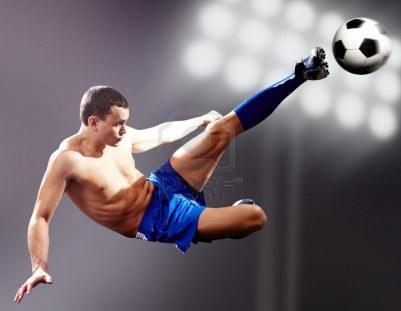 6962934-balon-de-futbol-coleando-de-futbolista-profesional1